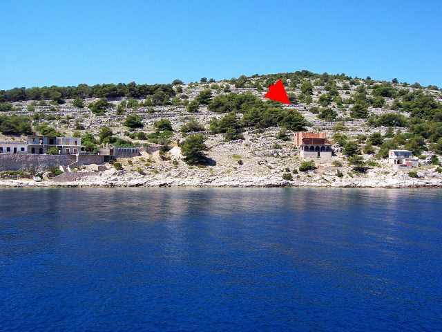 Grundstück markiert vom Meer aus gesehen / Plot marked - view from the sea