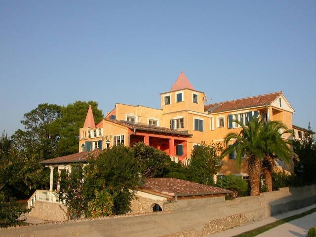 Eine Rarität: Romantische Villa in Spitzenlage direkt am Meer