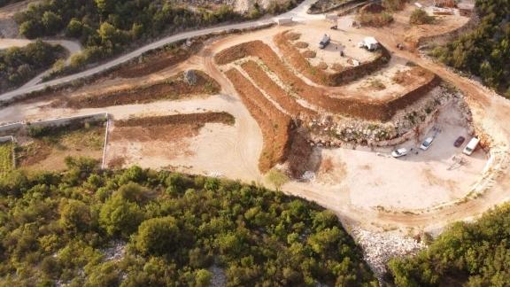 9.508 m² Land für eine künftige Bebauung – nur 200 m zum Strand in verkehrsmäßig perfekter Lage